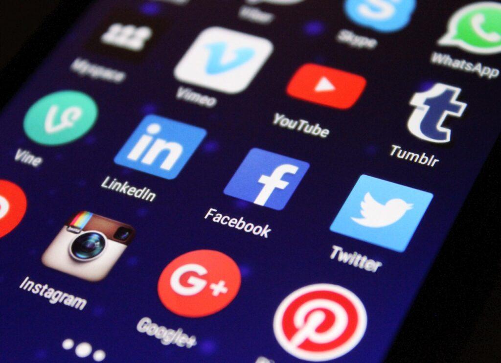 フェイスブックよりもツイッター。